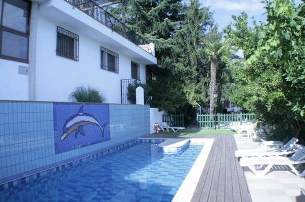 Alojamiento rural el valle granada hoteles con piscina for Hoteles con piscina en la rioja