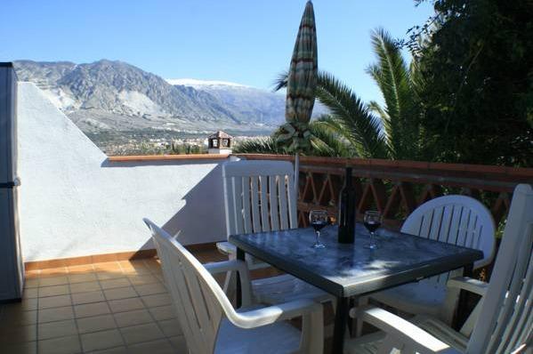 Alojamiento rural el valle granada hoteles con piscina for Alojamiento con piscina privada