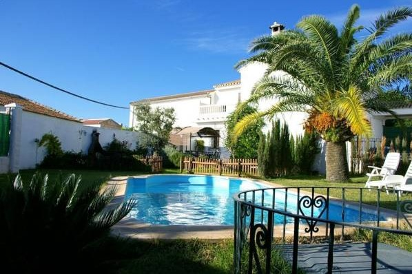 Alojamiento rural la zaranda malaga hoteles con piscina for Hoteles en badajoz con piscina