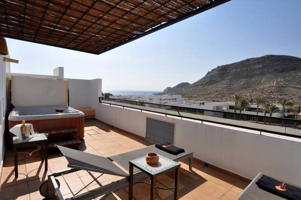 Hotel cala chica almeria hoteles con piscina privada for Hoteles con piscina en almeria