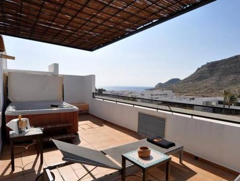 Hoteles con piscina privada en andalucia for Hoteles con piscina en cuenca