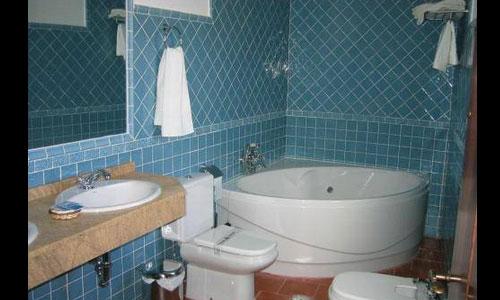 Hoteles con piscina privada en caceres for Hoteles en avila con piscina