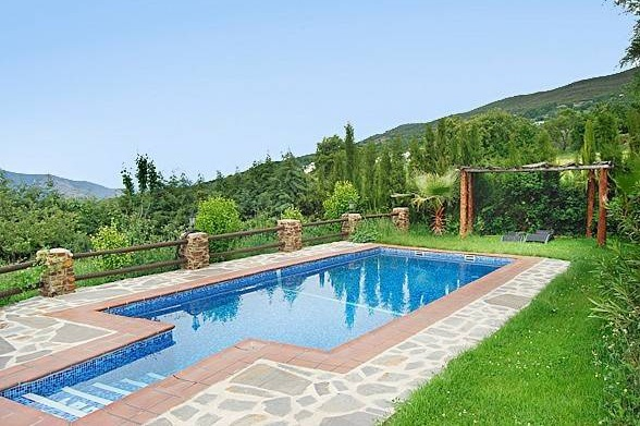 Hoteles con piscina privada en granada for Hoteles en badajoz con piscina