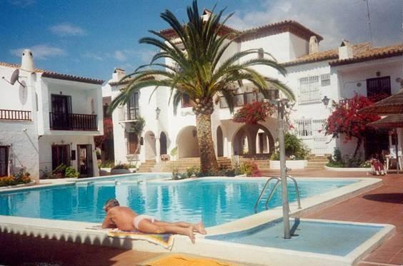 Hotel donvillas apartamentos malaga hoteles con piscina - Hotel con piscina privada segovia ...