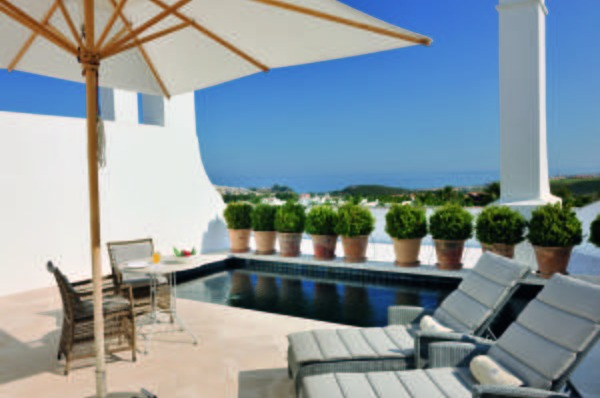 Hoteles con piscina privada en malaga for Casas con piscina en malaga