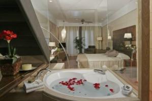 Hoteles con piscina privada en baleares for Hoteles en teruel con piscina