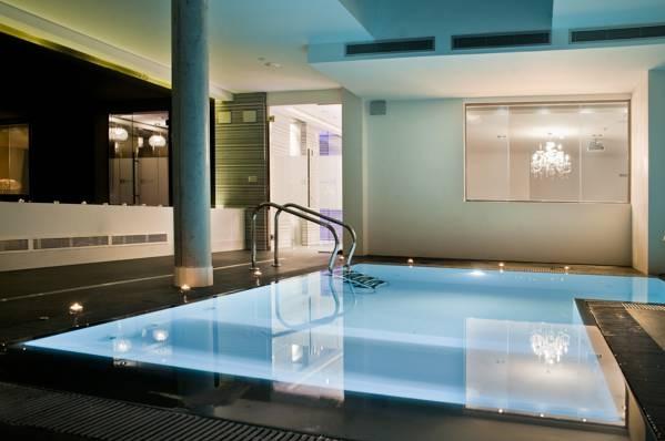 Kadrit hotel zaragoza hoteles con piscina privada for Hotel piscina habitacion