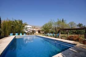 Hoteles con piscina privada en baleares for Hoteles en badajoz con piscina