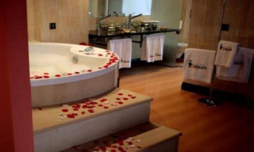 Hoteles con piscina privada en cantabria for Hoteles con jacuzzi en la habitacion