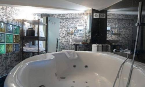 Hoteles con piscina privada en teruel for Hoteles en valencia con piscina