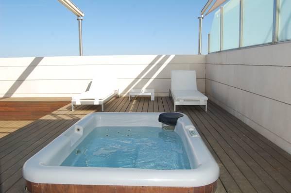 Hoteles con piscina privada en valencia for Hotel piscina habitacion