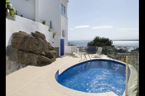 Hotel roses house girona hoteles con piscina privada for Hoteles con piscina en cuenca