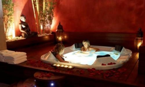 Hoteles con piscina privada en lleida for Hoteles en badajoz con piscina