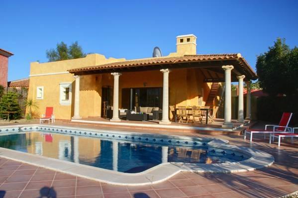 Hotel the lodge desert springs almeria hoteles con for Hoteles con piscina en almeria