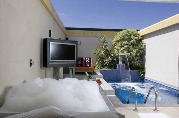 Hotel zouk madrid hoteles con piscina privada for Hoteles con piscina
