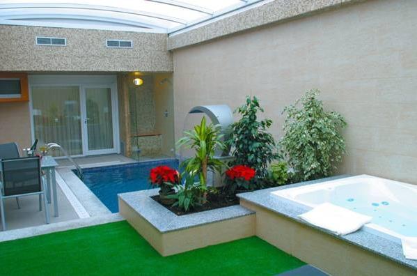 Hotel zouk madrid hoteles con piscina privada for Habitacion con piscina privada madrid